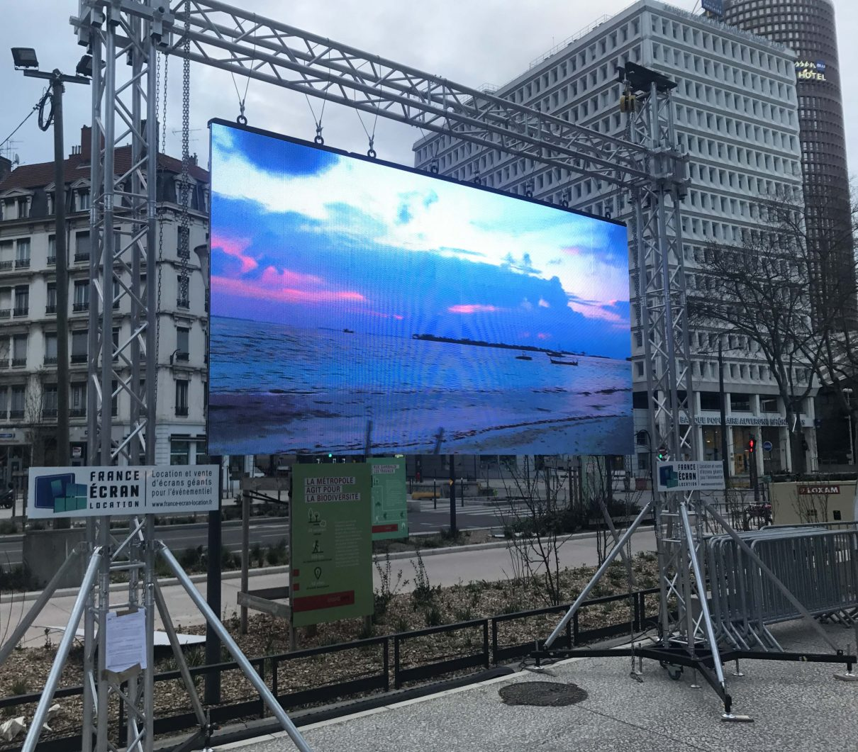 Led screen cost